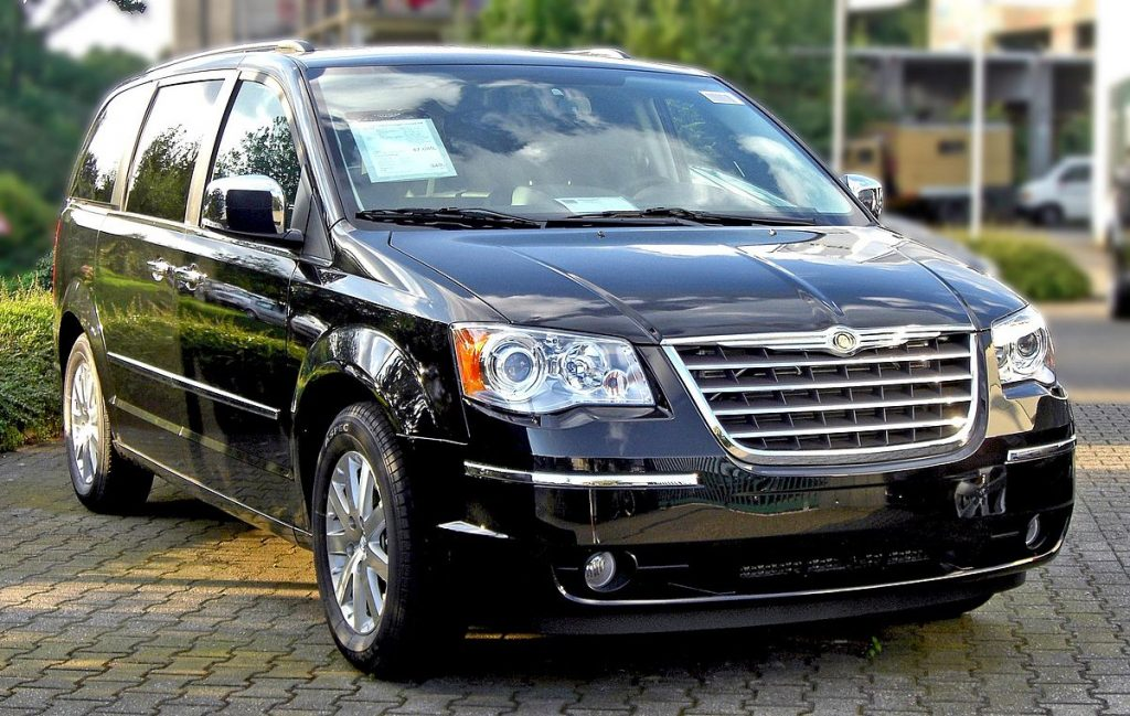 1200px-Chrysler_Grand_Voyager_front